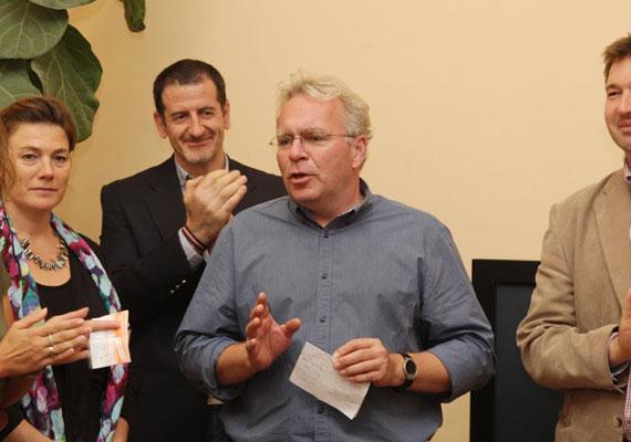 Bár az előző ciklusban is akadt házon belüli kritikusa a Fidesznek - gondolj csak Ángyán Józsefre a földügyekkel kapcsolatban -, mostanában személyeskedésig menő vitákat folytatnak a nyílt színen a párton belüliek. Illés Zoltán exállamtitkár és Pokorni Zoltán is bírálta nemrég a kormányt és annak egyes tagjait. Sőt, Kövér László házelnök is beszállt egy vitába, ahol Pokorni mellett foglalt állást Lázár Jánossal szemben.