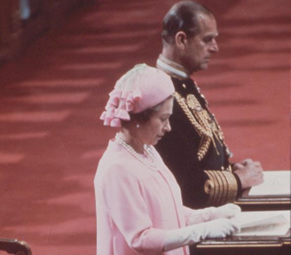 A királynő és Edinburgh hercege a Szent Pál-katedrálisban 1977-ben. II. Erzsébet ekkor 51 éves volt.