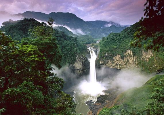 Amazónia esőerdeje is helyet kapott a a hét természeti csoda között, ez ugyanis a világ legnagyobb alföldje.