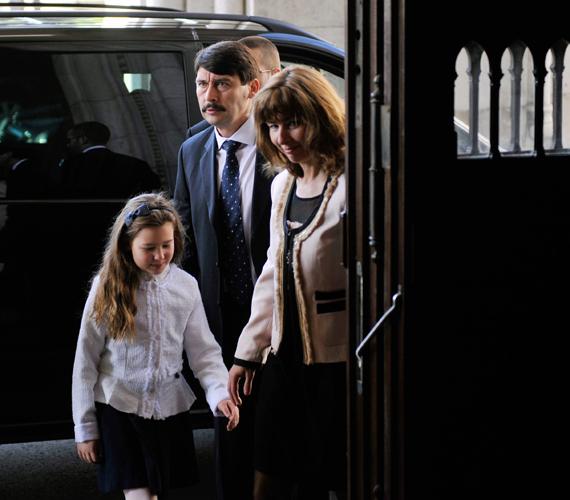 Kislányukkal Áder János megválasztásakor.