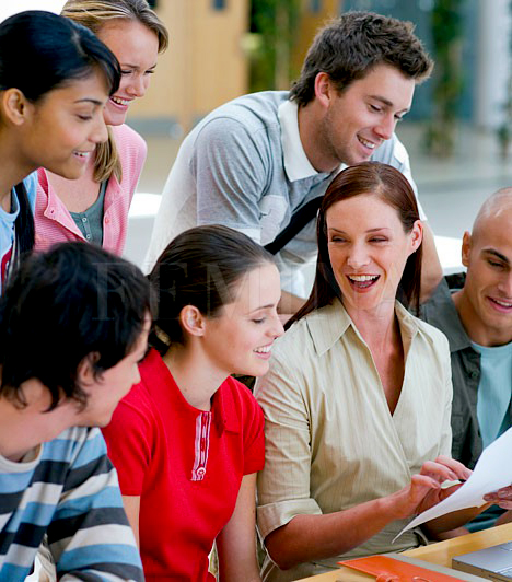 Diákönkormányzat                         Minden iskolában kell lennie diákönkormányzatnak, amelynek feladatai közé tartozik, hogy gondoskodjon a képviseletedről, ha úgy érzed, valamilyne jogtalanság ért az iskolában. A diákönkormányzat tagjait a tanulók választják, te is indulhatsz a tagságért.