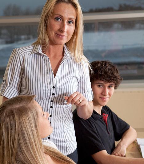 Összefoglaló órákA témazáró dolgozatot a házirendtől függően, de általában két héttel a megírása előtt be kell jelentnie a tanárnak, hogy legyen elég időd felkészülni. A témazáró megírása előtti órát a tanagyag összefoglalására, átismétlésére kell szánni, amikor a tanárnak világossá kell tennie, hogy mik a követelményei a dolgozatot illetően - vagyis, hogy miből kell felkészülnöd.Kapcsolódó cikk:Ezt tedd, ha rosszak a jegyeid »
