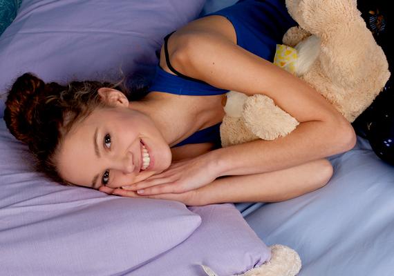 Szánj elég időt az alvásra! Feküdj le éjfél előtt, és legalább nyolc órát pihenj minden nap.