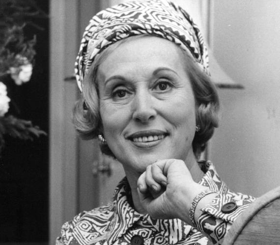 Estée Lauder, a valaha volt egyik legnagyobb kozmetikai cég alapítója anyai ágról rendelkezik magyar zsidó felmenőkkel - ő maga már Amerikában született 1906-ban.