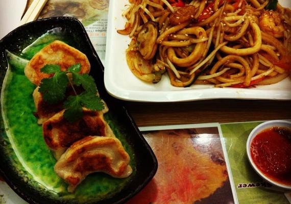 A Facebookról kiderült, Eszti az angol konyha helyett inkább maradt a kínai vacsoránál.