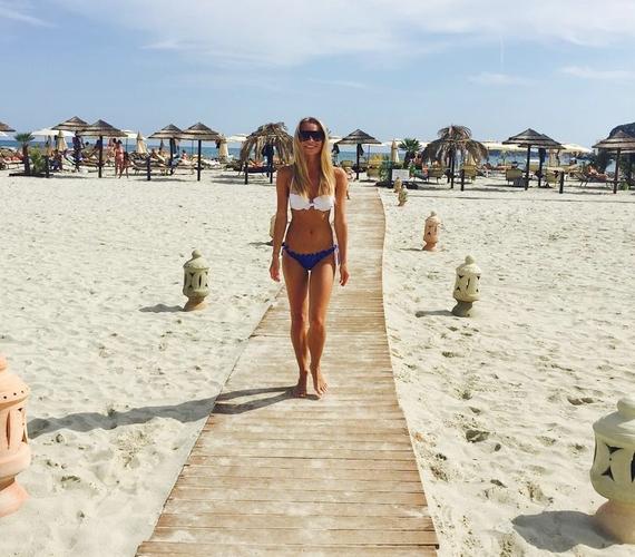 Nyáron több dögös, bikinis fotót is feltöltött az internetre.