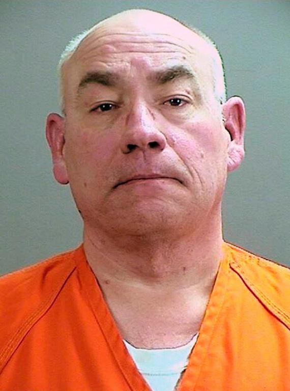 A minnesotai Daniel Heinrich szeptember 6-án bírósági meghallgatásán bevallotta, hogy 1989. október 22-én elrabolta, szexuálisan bántalmazta, majd megölte a 11 éves Jacob Wetterlinget, akinek eltűnése ügyében 27 évig eredménytelenül nyomoztak a hatóságok. A képet a Sherburne megyei seriffhivatal adta ki a most 52 éves férfiról.