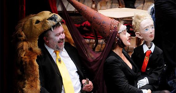 Csuja Imrét legtöbben az Üvegtigris című filmben szerették meg. A János király című darabban Ausztria hercegét, Lipótot alakítja.