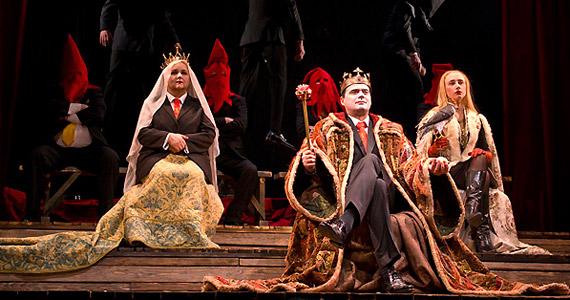 A képen Debreczeny Csaba - János király -, Pogány Judit és Szandtner Anna - Kasztíliai Blanka, János unokahúga.
