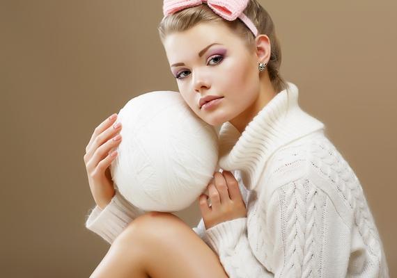 A fehér a jóságot, tisztaságot szimbolizálja, és távol tartja a negatív energiákat, ezért viselj minél többször ilyen színű ruhadarabot!