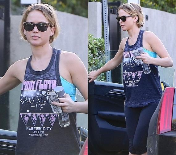 Jennifernek nincs szüksége alapozóra, a bőre láthatóan így is makulátlan.