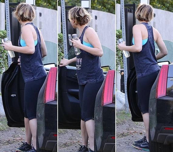 A színésznőt egy kaliforniai edzőteremnél fotózták le, amint beszállt a kocsijába.