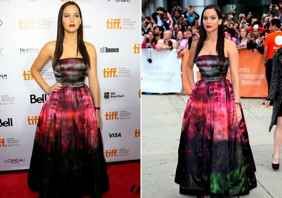 Jennifer új hajviselettel és egy földig érő, batikolt ruhában jelent meg aTorontói Nemzetközi Filmfesztiválon.