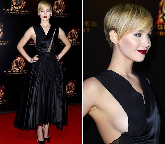 Múlt pénteken Párizsban került sor a bemutatóra. Az alkalomra Jennifer egy merész Dior ruhát választott. Sokak szerint egy vámpíréhoz hasonlított a külseje.