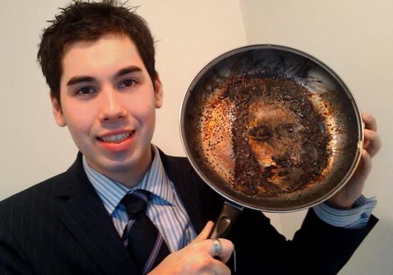 Egy angol fiatalember, Toby Elles elaludt, miközben szalonnát sütött vacsorára, az odaégett hús alatt pedig döbbenetes látvány fogadta.