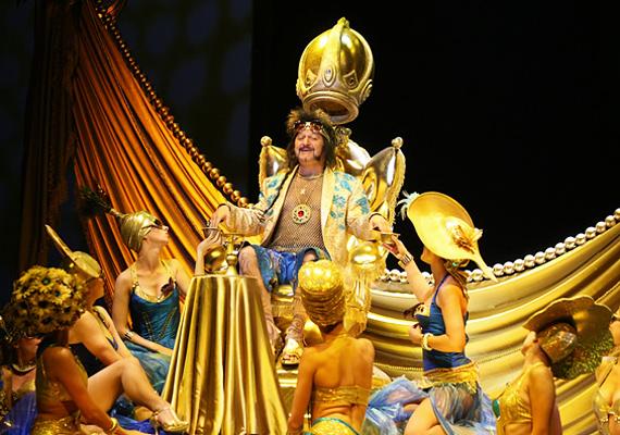 Heródes szerepében Szerednyei Béla, Ádok Zoltán és Nagy Sándor váltja egymást.