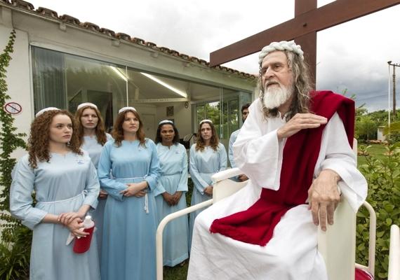 A magát Jézus reinkarnációjaként definiáló Inri Cristo megadja a módját a tanok hirdetésének: a külsőségekre is figyel.