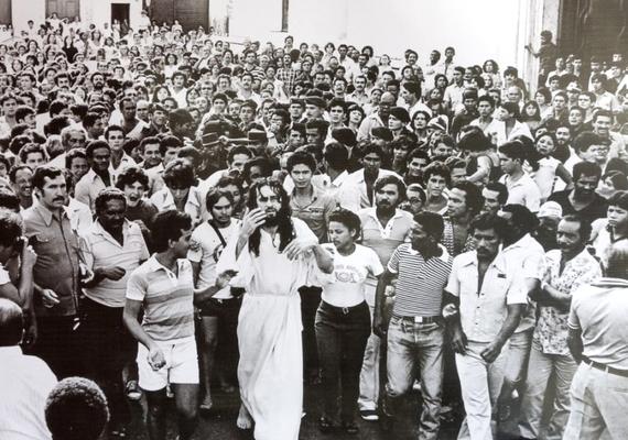 Ez a fotó még 1982-ben készült, amikor Inri Cristo éppen Portugáliában gyűjtötte a tanítványokat.