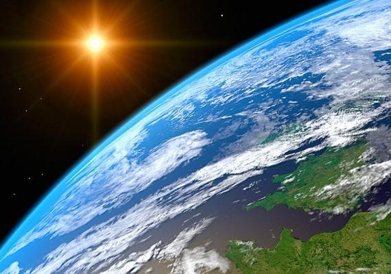Az ózon szeptember 16-i világnapján számos cikk jelent meg a világsajtóban arról, hogy folyamatosan gyógyul az ózonréteg. A Föld védőpajzsának gyengülése megállt, majd visszafordult, amikor fokozatosan elkezdték beszüntetni az ózonkárosító anyagok gyártását és forgalmazását. Így a globális felmelegedés is lassul, és a földi élet is biztonságban marad.
