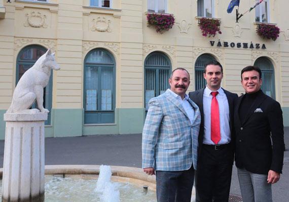 Vona Gábor török üzletemberekkel járt végig többségében kelet-magyarországi városokat, ahol esélyes a Jobbik. A párt befektetőket ígér, amennyiben nyer ezekben a körzetekben. A fotó Gyöngyösön készült.