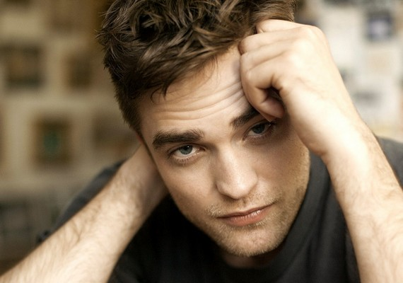 A Glamour magazin is összeállított egy hasonló listát, amin ebben az évben Robert Pattinson nyerte el az első helyezést.