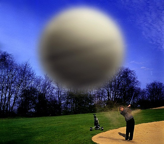 Vannak, akik szerint a golflabdáról készült közeli felvétel nem eredeti.