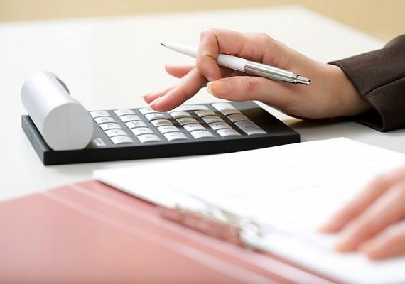 Egy jó könyvelőre mindig szükség van. Ha kitanulod a szakmát, és kialakítod az ügyfélkört, nem lesz gond a megélhetéssel.