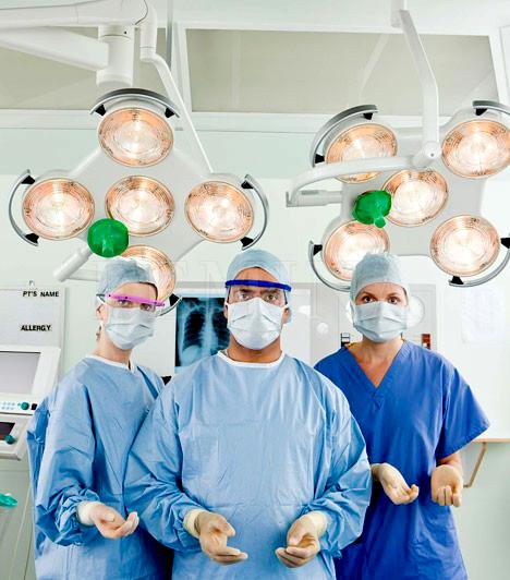SebészA világ legjobban fizetett állásainak listáján több orvosi ág is helyet kapott: a világban jól fizetik az altatóorvosokat, a fogorvosokat és a különféle specialistákat is, de a legtöbbet a sebészek kapnak, ők az USA-ban körülbelül évi 220 ezer dollárt tesznek zsebre.