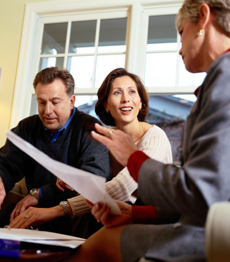 Ingatlanügynök  Az ingatlanos szakma idehaza is egyre népszerűbb, azok, akik luxusingatlanok eladásával foglalkoznak, az ügynökök Mekkájában, Amerikában akár évi 78 ezer dollárt is hazavihetnek.