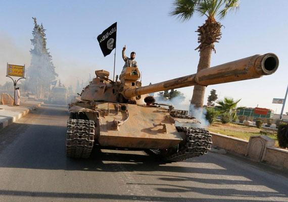 Júniusban kezdte a világ megtanulni egy új terrorszervezet nevét. Ekkor ugyanis már Bagdadot veszélyeztette az Iszlám Állam - IS -, amelyről előtte még alig valaki hallott a világon. A terrorszervezet ekkorra már Irak egy nagy részét már elfoglalta, ami miatt Barack Obama amerikai elnök is kénytelen volt felszólalni az ügyben. Már ekkor is felmerült, hogy a nyugati világ esetleg légitámadásokkal lép fel a szélsőséges iszlamista szervezet ellen, amely különösen kegyetlen módszerekkel terrorizálja a lakosságot.