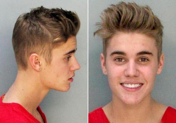A rendőrök letartóztatták, később vád alá helyezték ittas vezetésért. Az énekes arcán felhőtlen mosoly ül a rendőrségi fotón.