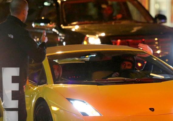 Justin Bieber néhány napja illegális autóversenyen vett részt, ráadásul marihuánával, gyógyszerrel és alkohollal a szervezetében vezetett.