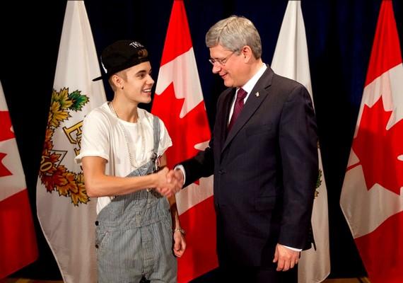 A kanadai miniszterelnökkel való találkozóra finoman szólva is alulöltözött.