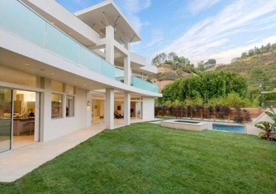 A ház egy igazi Beverly Hills-i luxusvilla.