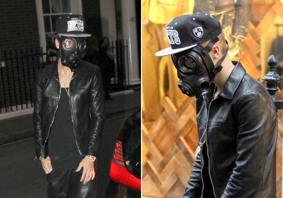 Justin hétfőn Londonban vásárolgatott és mászkált ebben a bizarr összeállításban.