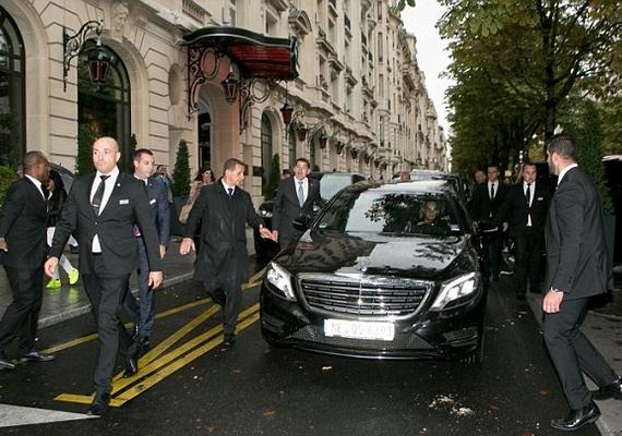 A Justin Biebert szállító autó körül tíz testőr foglalt helyet, és a kocsiban is utazott egy.