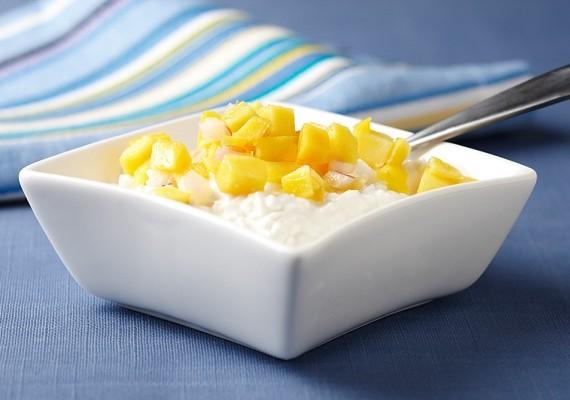Nincs jobb desszert, mint a túró, valamilyen gyümölccsel. Ez lehet bogyós gyümölcs, mangó, sárgadinnye, vagy amire éppen vágysz.