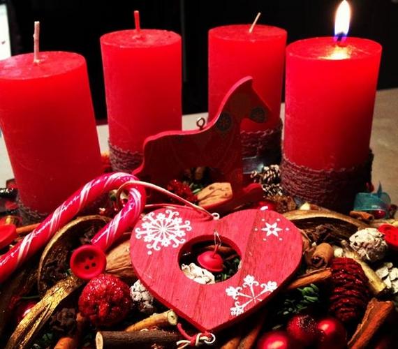 Csobot Adél is meggyújtotta az első gyertyát, és ezt közzé is tette, ezzel a szöveggel: -Advent első vasárnapja ragyogó..nemde?!