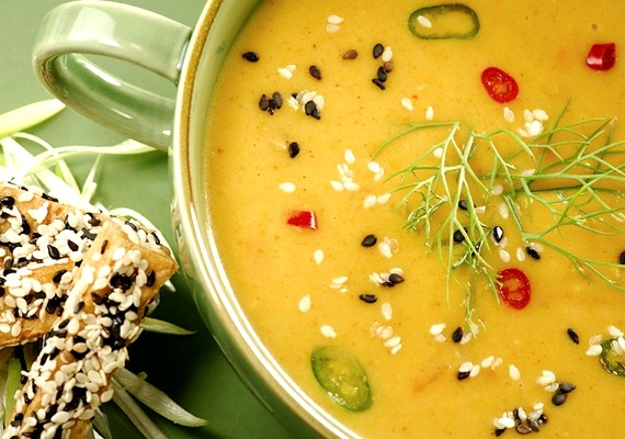 A zöldségekből készült leves kenyér nélkül az egyik legjobb nyári karcsúsító. Nagyon finom, és a meleg napokon üdítő hatással lehet rád.