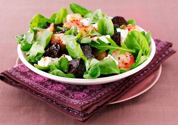 Sablonos, de az egyik legjobb nyári karcsúsító a zöldsaláta, mindenféle friss zöldséggel.