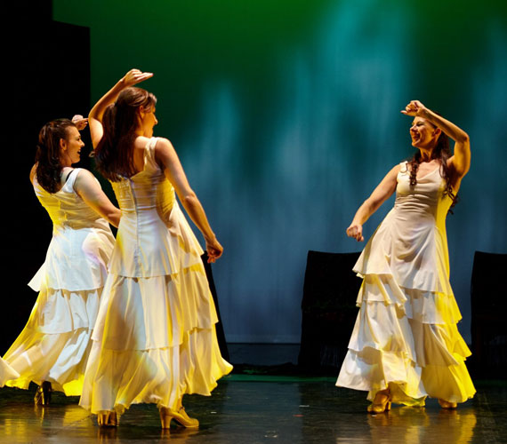 Flamenco Évszakok - I. rész: Tavasz2014. július 30., szerda, 20.302014. augusztus 7., csütörtök, 20.30Lippai Andrea és társulata, a FlamenCorazonArte Táncszínház az Élet ébredését meséli el a tánc és a zene nyelvén. A Flamenco egy örök újjászülető műfaj, mely kifogyhatatlan forrása egy-egy izgalmas új találkozásnak. Ezért is válhatott az eredeti rejtett világából a közönség egyik legkedveltebb művészeti ágává.Az előadás után tánctanítással is várnak majd minden érdeklődőt a társulat tagjai.Fotó: Dusa Gábor