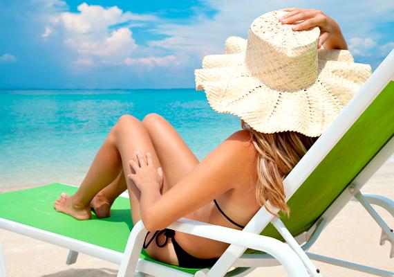A legfontosabb, hogy okosan napozz! Használj napvédő készítményeket, ne tölts túl sok időt a tűző napon, és a kritikus időszakban - 11 és 15 óra között - ne hódolj a napfürdőzés szenvedélyének.
