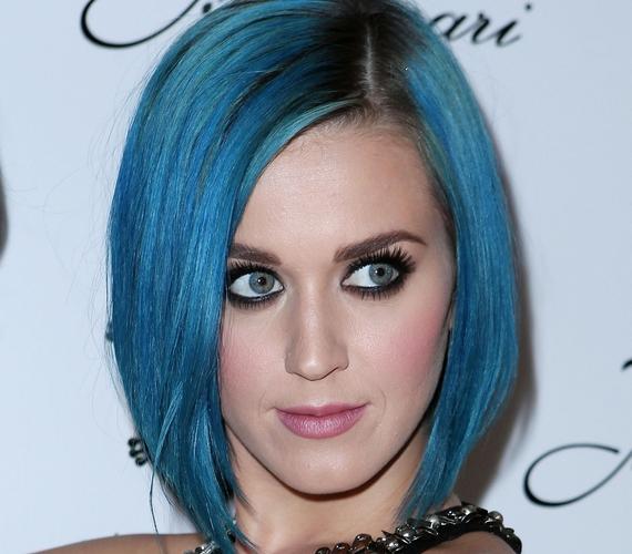 Nem ijed meg a merész színektől, korábban már kék hajjal is láthattad.