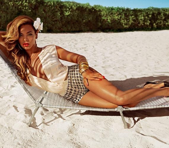 Nem Katy Perry az első énekesnő, aki modellt állt a márkának, Beyoncé a nyári fürdőruha-kollekció arca volt 2013-ban.