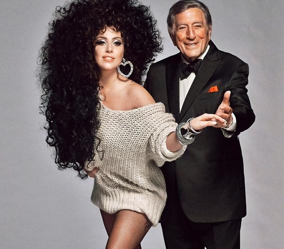 Lady Gaga a tavalyi karácsonyi kampány óriásplakátjairól mosolygott vissza ránk, a 88 éves énekes, Tony Bennett oldalán.