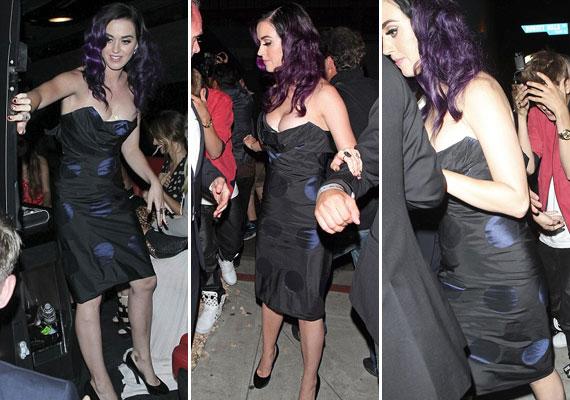Csak óvatosan a mozdulatokkal - a háttérben Justin Bieber követi Katyt.