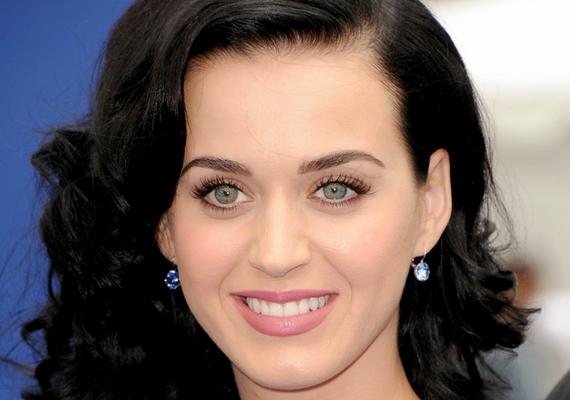 Általában a sötétbarna vagy a fekete hajszín mellett dönt.