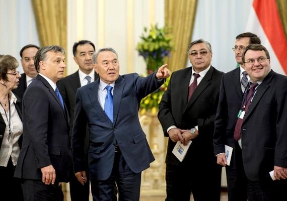 A magyar miniszterelnök májusban kétnapos kazahsztáni látogatást tett. Nurszultan Nazarbajev államfővel megállapodtak a két ország közötti hosszú távú stratégiai együttműködésben.
