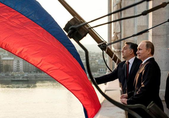 Oroszországgal hosszú évek óta stabil kereskedelmi forgalmat folytat Magyarország, amit főként a behozatal húz. Nem is csoda, hiszen a nyersanyag révén egyelőre rá is vagyunk utalva Moszkvára. Érdekes lesznek az új adatok, hiszen a szankciók hatására csökkenhet a két ország közti forgalom mértéke.
