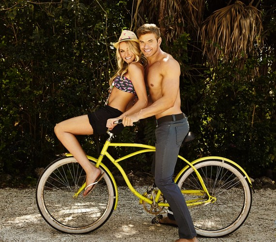 Partnerével,Katrina Bowden színésznővel biciklire is pattantak.